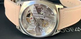 طراحی ساعت مچی  با نظر سنجی از خانم ها و آقایان