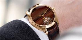 ساعت مچی جدید با صفحه ای خاص از جنس الماس نیمه قیمتی