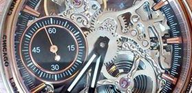 چرا داخل موتورِ ساعت از سنگ های قیمتی و جواهرات استفاده می شود؟