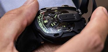 ساعت کریپتونیت (Kryptonite) UR-105CT از اورورک (Urwerk):