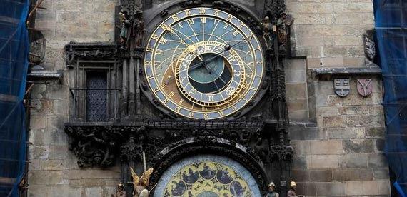 تعمیر یکی از قدیمیترین ساعتهای جهان