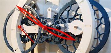 معرفی ساعت آونگ دار اینجنیور دو تامپس که با پرینتر سه بعدی ساخته شده